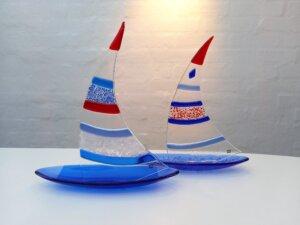 sejlskibe glaskunst af Merle Conradi-Larsen